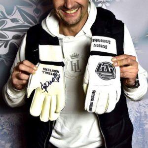 Rękawice Grzegorza Szamotulskiego z autografem